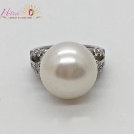 18K White Gold Diamond 14.9mm South Sea White Pearl Ring