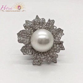 18K White Gold Diamond 15.7mm South Sea White Pearl Flower Ring